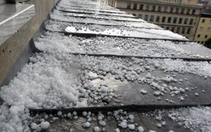 Рекордни щети от градушки прогнозира министърът на земеделието