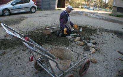 Бучино на протест заради 180 дупки на пътя