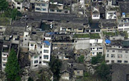 Жертвите на земетресението в Китай стигнаха 600