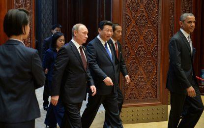 Путин спря златен смартфон с образа си