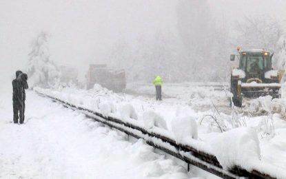 800 селища без ток, Кърджали под 2 метра сняг