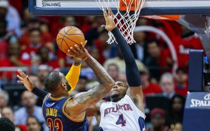 """НБА плейофи: Смит донесе победата на """"Кевс"""" с осем тройки"""