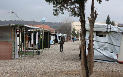 МВР готви и фургонни лагери за мигранти до границата