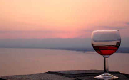 Вечеря на вино и свещи е клише, но…