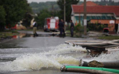 Лекар подари става на жена от наводнената Мизия