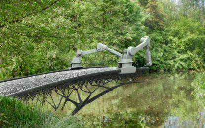 Робот принтира мост над канал в Амстердам