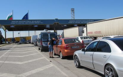 Митничари и гранични полицаи задържани на Дунав мост