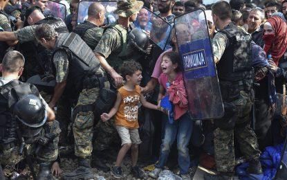 """В Македония допускат бежанци от """"уязвимите"""" групи"""