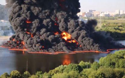 Петролен разлив запали Москва река