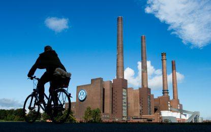Volkswagen съкращава 23 000 души в Германия за 5 години