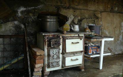 Евродепутат от ГЕРБ: Без печки на дърва и въглища до 2 години