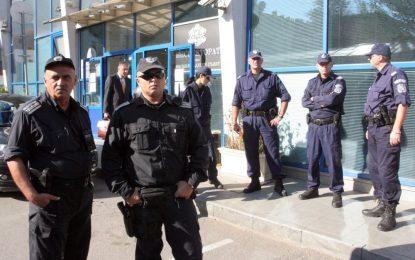 МВР дължи близо 30 милиона за дрехи на полицаите