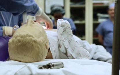 """""""Холивуд"""" се притича на помощ в операционната"""