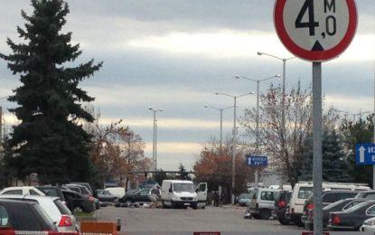 Арменци паркирали буса на летището