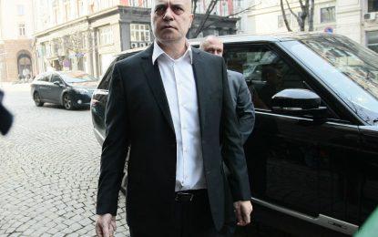 """Слави """"доказва"""" измама на референдума с измама"""