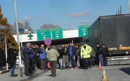 Гръцките фермери няма да блокират границата