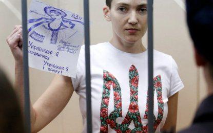 Украинският пилот Надя Савченко спря гладуването. Чака присъда на 21-22 март