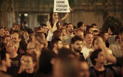 ЕС вдигна ръце от кризата в Македония