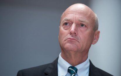 Берлин уволни шефа на разузнаването