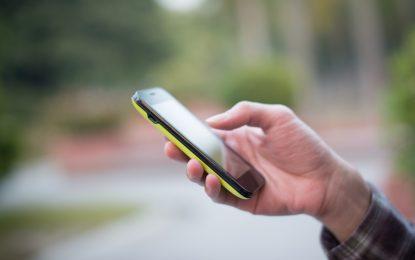 Дръж бавачката под око през мобилния