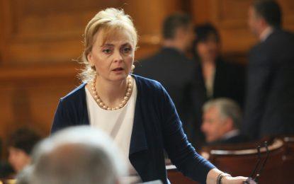 Поли Карастоянова аут от парламентарните комисии заради лобизъм