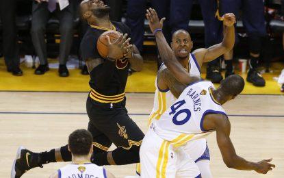 """Избрано от НБА: """"Кевс"""" оцеляха след наказателна акция на Джеймс и Ървинг"""