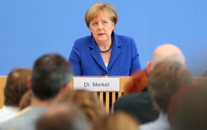 Меркел няма да променя миграционната си политика. Въпреки терора