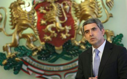 Плевнелиев е доволен от ножицата за референдума на Слави