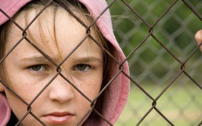 Всяко второ дете в България живее в лишения