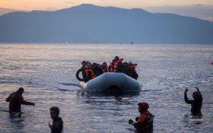 Турски съдия избяга в Гърция на лодка с бежанци