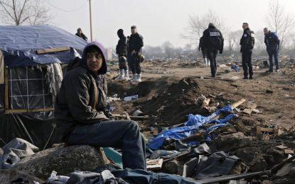 Кале иска да се разтовари от бежанци с британска помощ