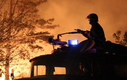 Евакуираха 50 души и затвориха пътища заради пожар в Сакар