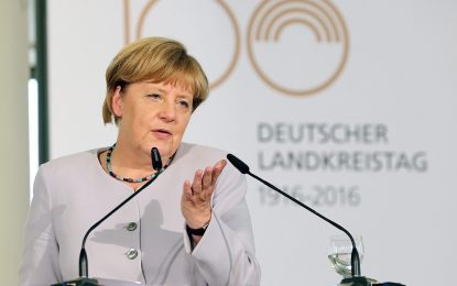 Партията на Меркел спря националистите в Долна Саксония