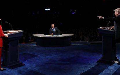 Клинтън тръшна Тръмп в първия дебат