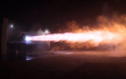 Двигателят на SpaceX за полет до Марс изръмжа успешно