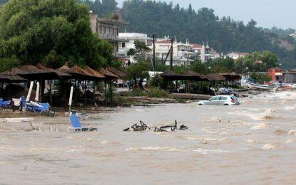 Наводнения в Гърция удавиха поне 4 души (галерия)