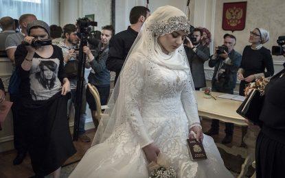 Полиция брои чашки по сватби в Чечения