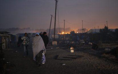"""Мигрантите подпалиха """"Джунглата"""" преди да ги изгонят"""