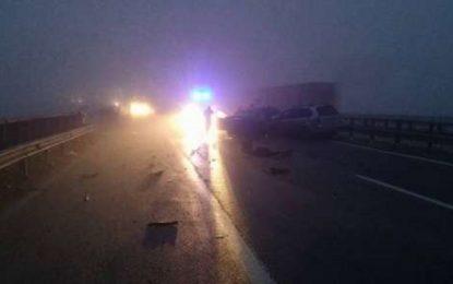 """Камион и кола паднаха от виадукт на """"Тракия"""" и я затвориха временно"""