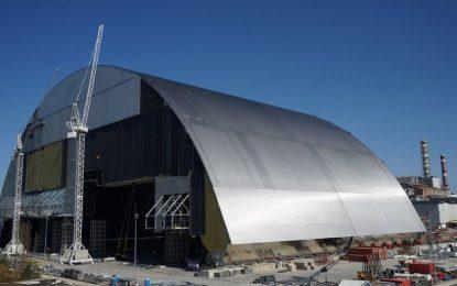 Започна покриване на реактора в Чернобил със стоманен щит