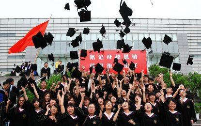 """Китай превръща университетите в """"крепости"""" на комунизма"""