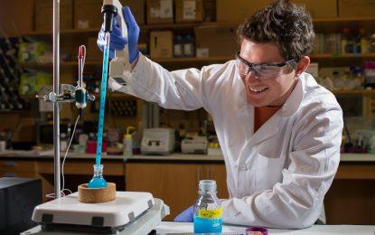 Гимназисти създадоха лекарство за $750 в училищна лаборатория
