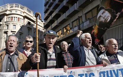 Европа отряза Гърция за бонусите на пенсионерите
