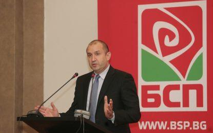 Румен Радев готов с премиер, работи по служебен кабинет