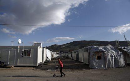 Гърция обмисля лагери от затворен тип за бежанците на островите