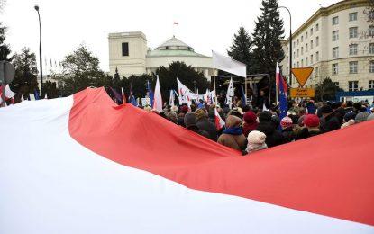 Втори ден в Полша протестират за медийна свобода