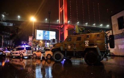 Въоръжен мъж уби и рани десетки в нощен клуб в Истанбул (видео)