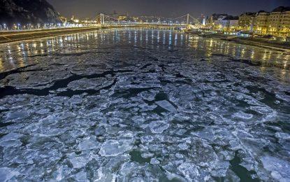 Дунав замръзва, корабите спряха (галерия)