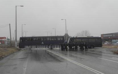 Гръцката полиция спира блокадата на фермерите – засега