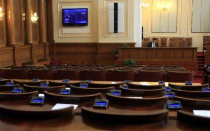 Шумен скандал прекъсна заседанието на парламента